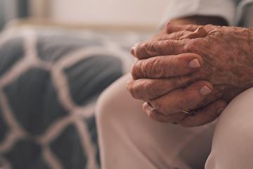 Jeito de andar pode ajudar no diagnóstico de demências, aponta estudo.